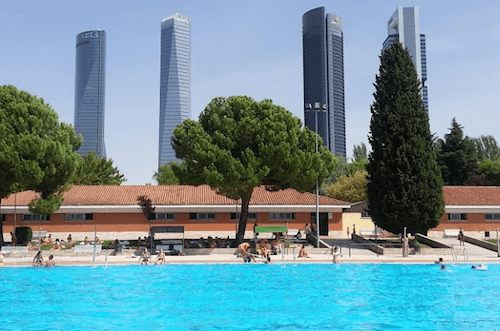 Madrid's municipal pools open with a capacity of 60%