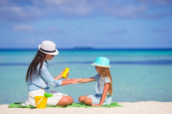 8 Tips to protect yourself from the sun on the beach this summer